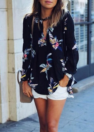 blouse mynystyle chic stylish lookbook floral casual streetwear boho summer outfits spring outfits top sheer top flowy top black sreet style outfit floral top