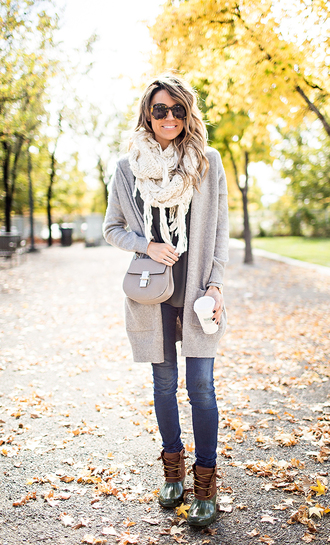 hello fashion blogger knitted cardigan duck boots knitted scarf winter boots