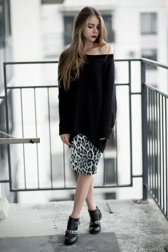 acid coke blogger oversized sweater off the shoulder sweater leopard print pencil skirt ankle boots zara shoes