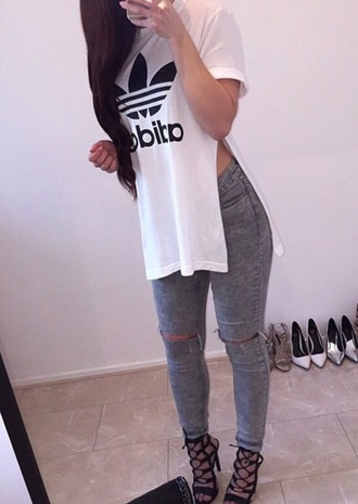 shirt white top side slit adidas shirt t-shirt white t-shirt oversized t-shirt shoes addidas shirt top adidas white long cool cute outfit dope casual swag side split split shirt brand slit top girl jeans bag hair