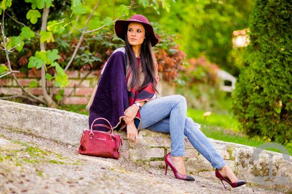 crimenes de la moda blogger jeans bag felt hat denim