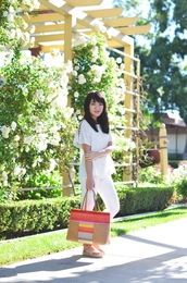 daily disguise,blogger,bag,white top,white pants,white jeans