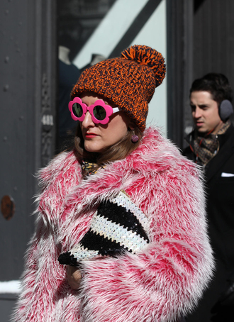 sunglasses nyfw 2017 fashion week 2017 fashion week streetstyle pink pink sunglasses pink jacket jacket fur jacket bag printed bag beanie
