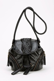 bag,vegan leather,zip