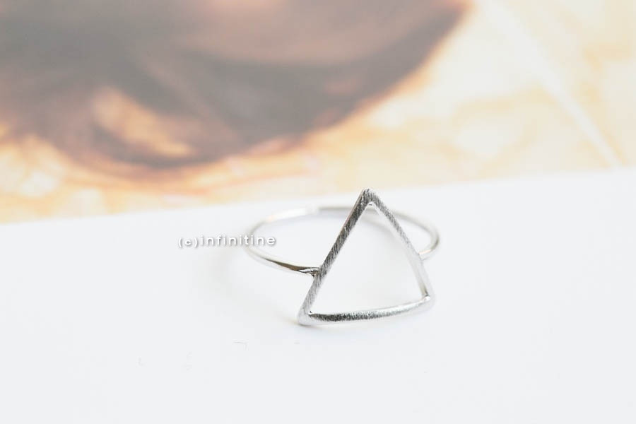 Line triangle ring