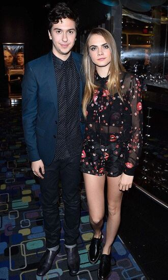 shorts blouse two-piece cara delevingne paper towns nat wolff shoes