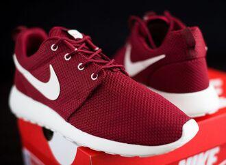 nike nike sneakers red sneakers red burgundy maroon/burgundy shoes nike roshe run team re
