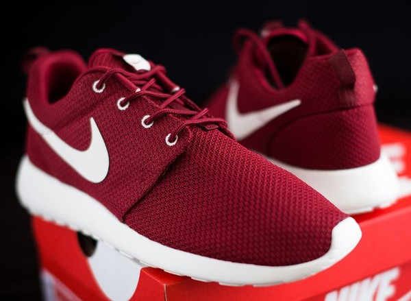 nike nike sneakers red sneakers red burgundy maroon/burgundy shoes nike roshe run team re