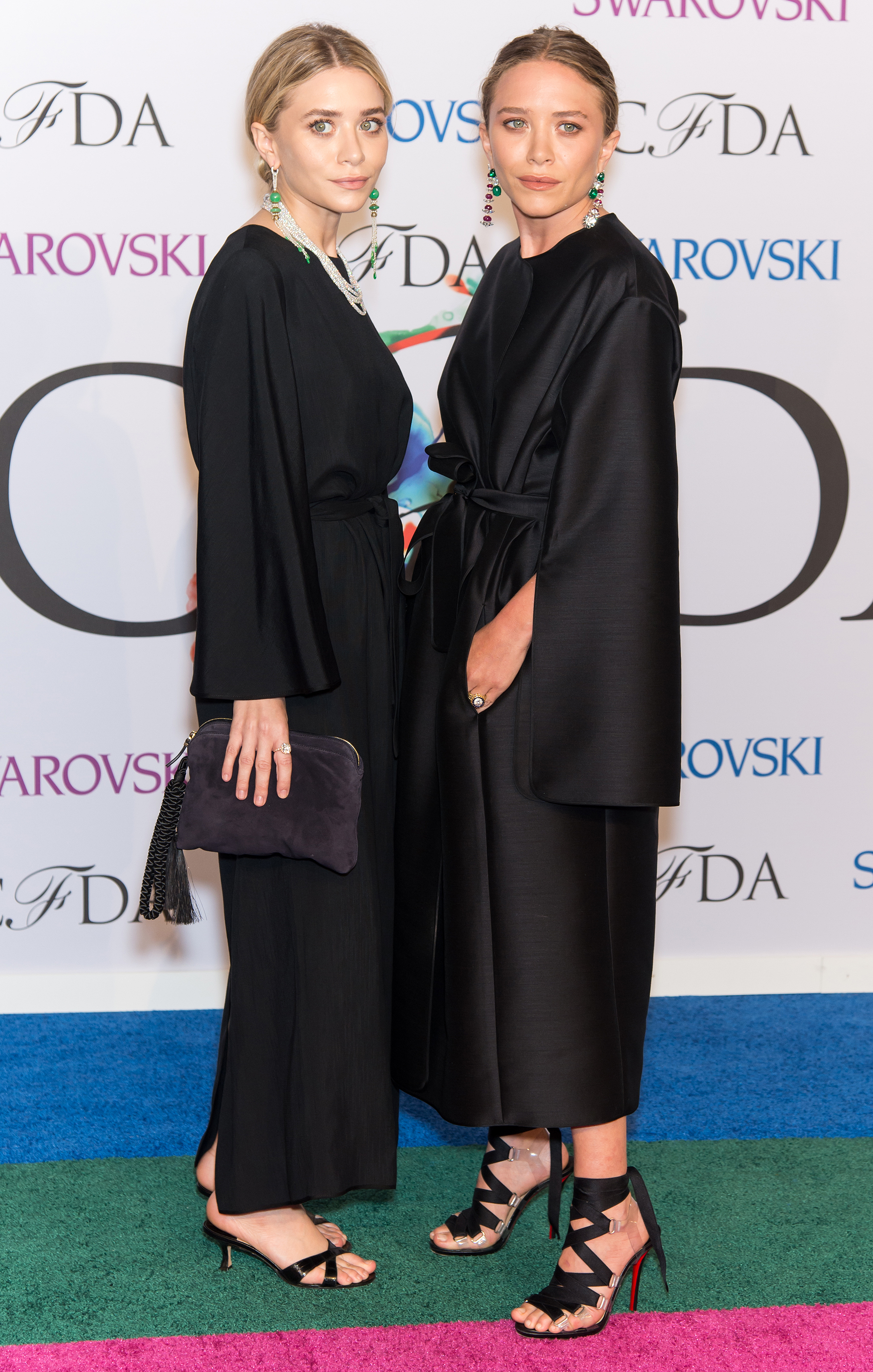 Kate and ashley olsen always carry in their bags