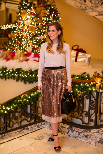 gal meets glam blogger bag pleated skirt metallic gold blouse midi skirt sandals holiday dress skirt shoes jewels metallic pleated skirt