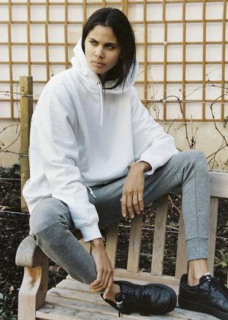 sweat the style blogger grey sweatpants hoodie black sneakers sportswear
