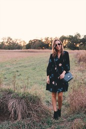 lilly's style,blogger,dress,shoes,bag,fall outfits,crossbody bag,ankle boots