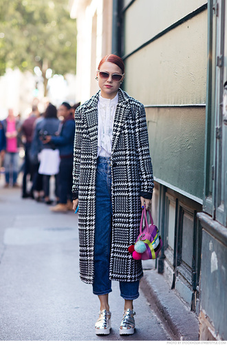 carolines mode blogger long coat mom jeans silver shoes metallic shoes white blouse houndstooth