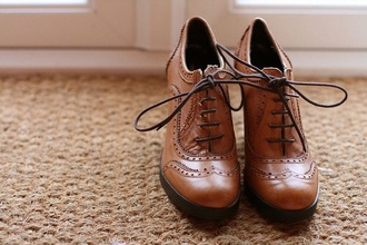 shoes vintage old school brown laces girl shoes old tumblr boots with laces old fashion vintage boots brogue shoes oxfords high heels boots ankle boots