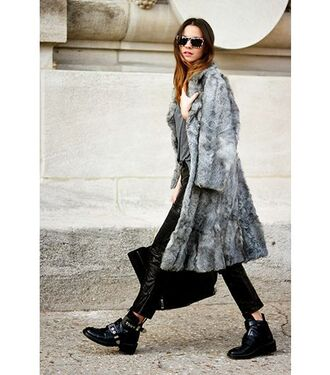 shoes faux fur coat leather pants black bag blogger sunglasses buckle boots