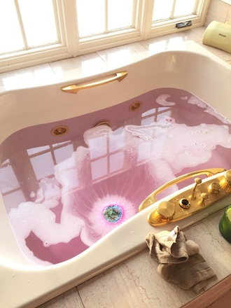 home accessory pink gold home decor bath bathroom tub white gold and white white and gold pink and gold gold and white tub tumblr what is this pink water water cool pretty dope trill gold platted jeans shirt smoky explosion dope wishlist bath bomb make-up bathing bath makeup bath balls gell
