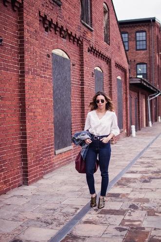 a.vizastyle blogger top jeans jacket shoes belt bag ankle boots denim jacket spring outfits white shirt