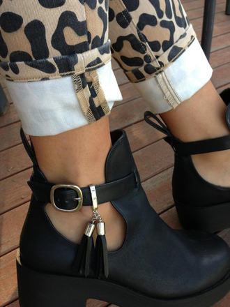 jeans leopard print black shoes leather gold boots cut-out cut out ankle boots elegant clothes black boots ankle boots