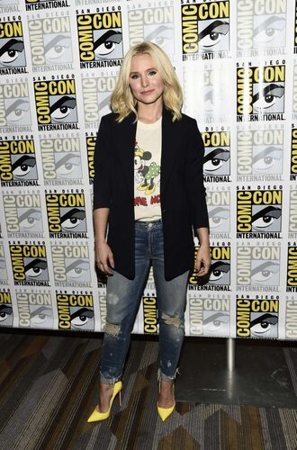 jeans blazer pumps kristen bell comic con top