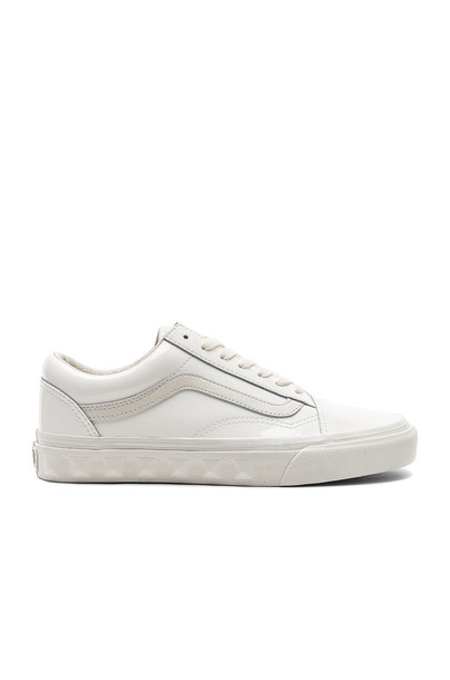 studs white shoes