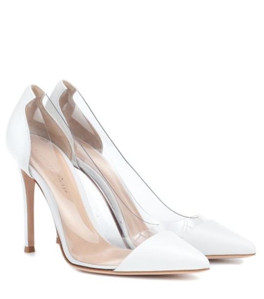 Gianvito Rossi Plexi 105 leather pumps in white