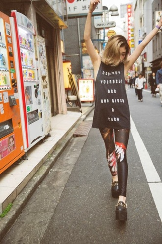 t-shirt printed leggings graphic tee