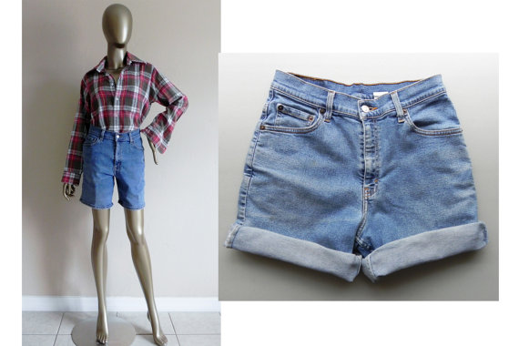 blue jean shorts / levis / denim shorts door PrepsRuleVintage