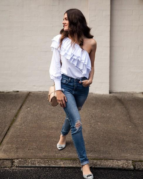 inspiring wit blogger top jeans bag jewels one shoulder shoulder bag flats fall outfits