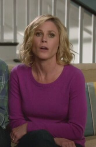sweater modern family claire dunphy