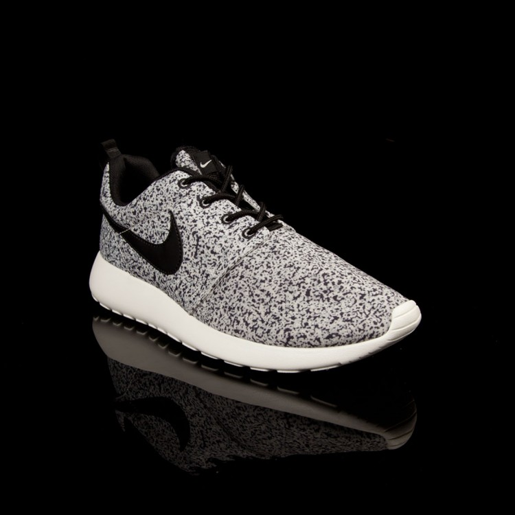 Nike ROSHE RUN WMNS, Black/Sail  - Free delivery, Hype DC