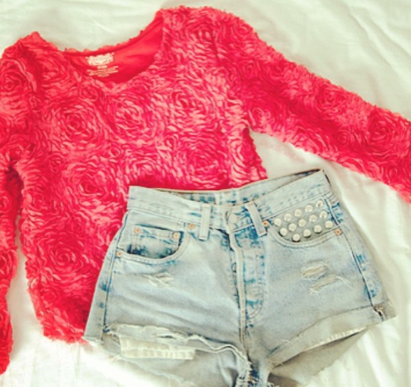 shirt rosey roses rose floral flowers flowers pink red girly top cute nice pretty vintage retro look outfit outfit idea ideas