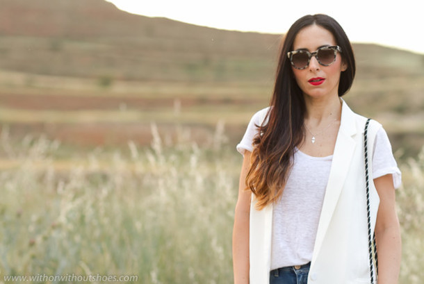 with or without shoes blogger jeans jacket t-shirt jewels bag sunglasses shoes