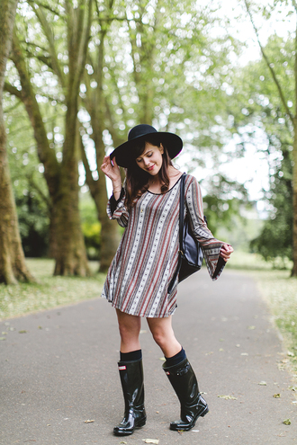 wish wish wish blogger dress hunter boots patterned dress