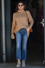 sweater,turtleneck,turtleneck sweater,celebrity,casual,denim,jeans,fall outfits,fall sweater,fall colors,jenna dewan
