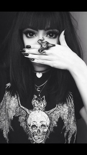 jewels,ring,silver,punk,grunge,skull,big ring,goth,shirt,bat,skelton,black and white