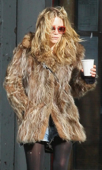 olsen sisters blogger round sunglasses fuzzy coat