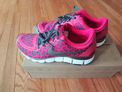 shoes,nike shoes,nike,trainers,leopard print,pink,berry colour,nike shoes with leopard print