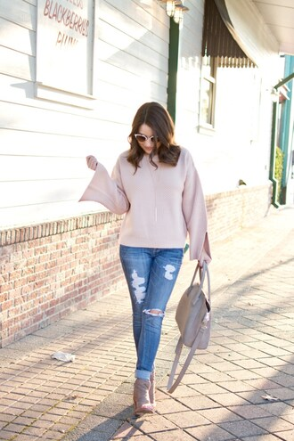 champagne&citylights blogger sweater jeans bag jewels shoes