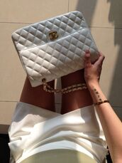bag,chanel,vip,stars,diva,white,night,girl,summer,chanel bag,coco sweater chanel purse,chanel purse,jewels,tumblr,purse,chain,gold,cute,all white everything,white on white,skirt,skorts,white skort,white skirt,shorts,white shorts,haute couture,white bag,cross over bodybag,handbag,classy,girly,pretty,chanel inspired