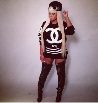 sweater blac chyna chanel n°5 last kings tyga wifey boots blonde hair snapback urban dope shirt shoes hat blouse black & w hip hop street b&w black chyna jersey sweatshirt ymcmb t-shirt dress black sweater