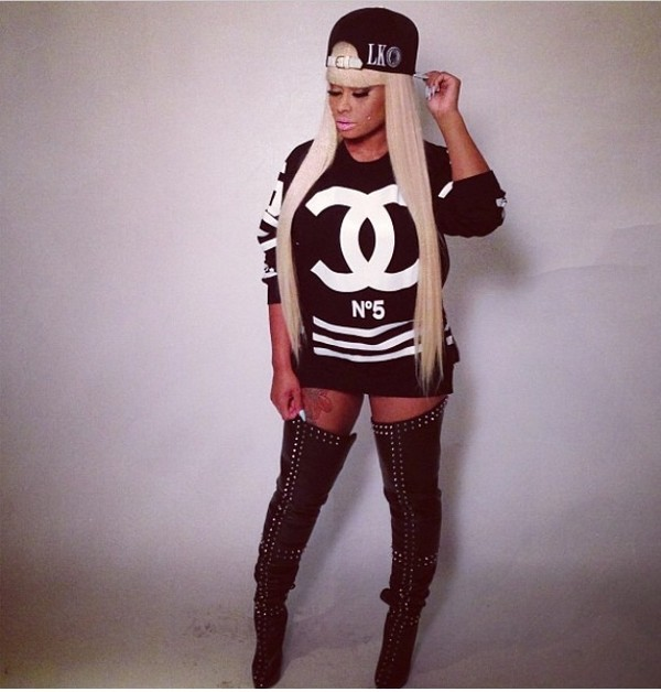 sweater blac chyna chanel n°5 last kings tyga wifey boots blonde hair snapback urban dope shirt blac chyna shoes hat blouse black & w hip hop street b&w black chyna jersey sweatshirt ymcmb t-shirt dress black sweater