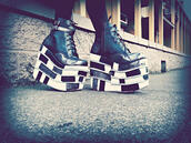 shoes,platform shoes,grunge,goth,street goth,checkered,black and white,leather shoes,metal,buckles,extreme,high top sneakers,flatforms,chunky shoes