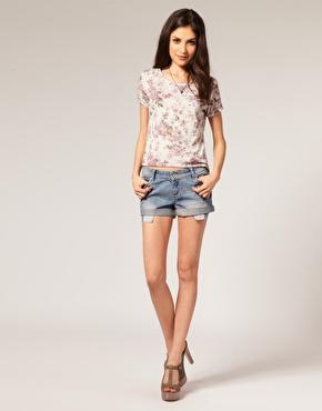 Mini short en jean avec poches ã carreaux chez asos