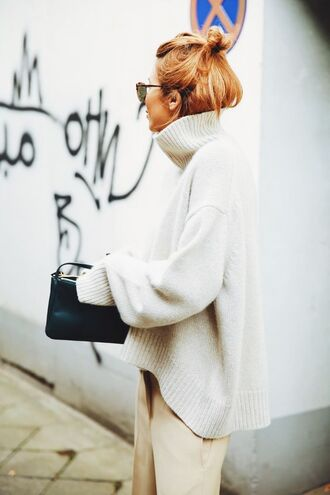 sweater white and beige outfit white and beige tumblr oversized sweater oversized turtleneck turtleneck sweater white sweater bag black bag pants beige pants white oversized sweater