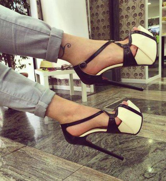 t-shirt shoes skirt heels high heels pants sandals black and white jewels dress bodycon dress bodysuit black and white shoes heels zig zag black and white shoes pumps pump heels sandal heels fashion heels shoes heels