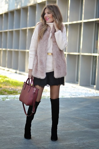 mi aventura con la moda blogger bag faux fur winter outfits leather bag dusty pink black skirt