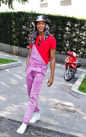 jeans overalls menswear mens jeans mesh t shirt streetstyle fashion week milan fashion week 2017 fashion week 2017 red pink