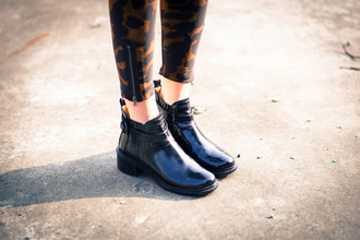 shoes boots black brillant blogger chelsea low heels