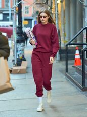 sweater,burgundy,burgundy sweater,gigi hadid,model off-duty,streetstyle,casual,sweatpants