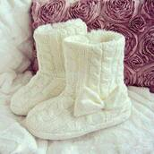 shoes,withe,bow,node,crewel,ugg boots,wool,knitting slippers,boots,white,white boots,winter boots,knitt slippers,soft,knitted style,cute,girly,winter outfits,new,booties,white boots with a bow,bows,trendy,super cute,bow knitted boots,holiday season,off-white,white slippers,fur,comfy,fashion,knits,knitted boots,bow boots,knockoff uggs
